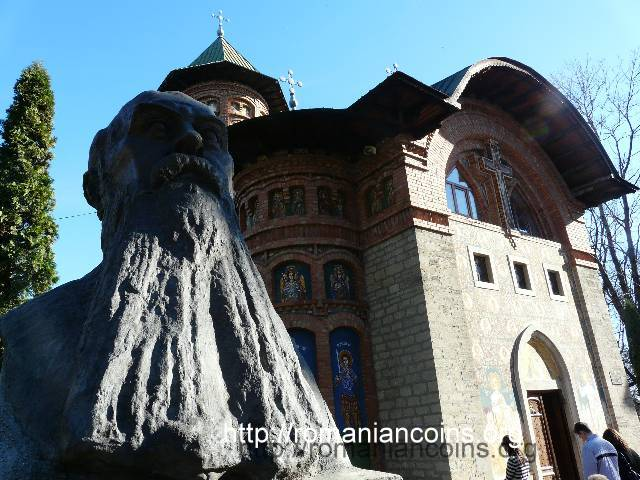 bust of Nicolae Iorga and his foundation in Ia�i - photo November 2010